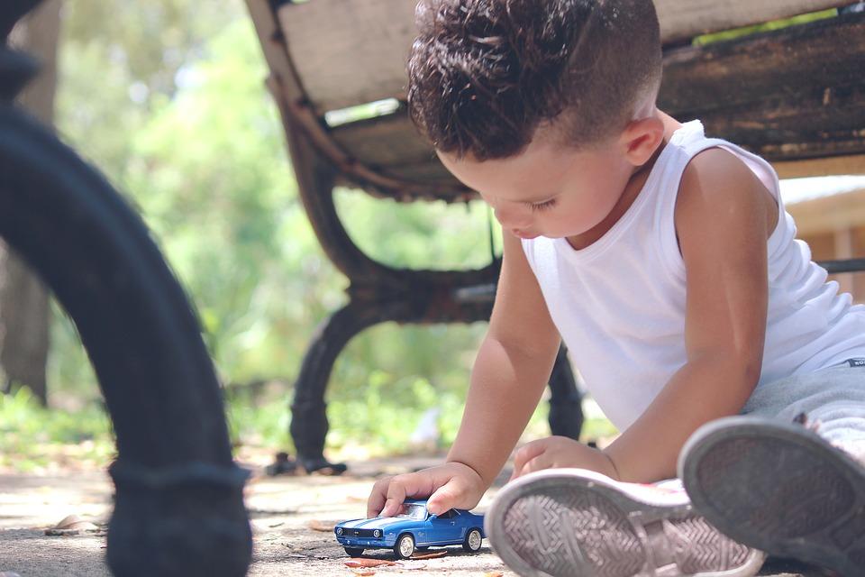 čuvanje djece dadiljanje honorarni posao dodatan novac finjak