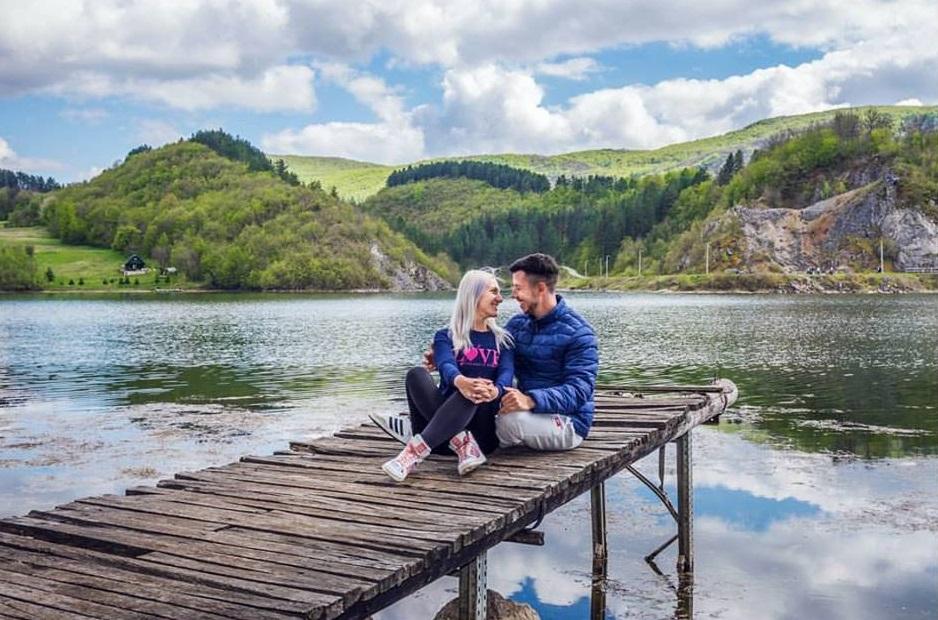 Kako zarađivati od bloga na Balkanu i proputovati svijet INTERVJU - anamarija i sašo štikla kafa kravata blog finjak intervju najbolji travel blogeri finjak negdje na pučini
