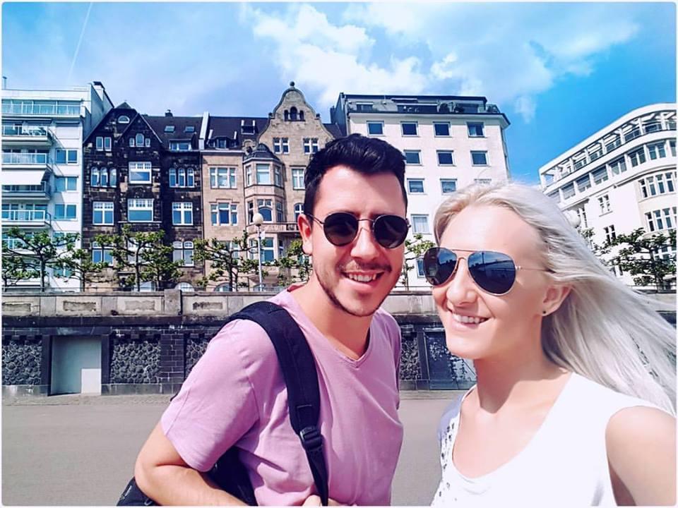 Kako zarađivati od bloga na Balkanu i proputovati svijet INTERVJU - anamarija i sašo štikla kafa kravata blog finjak intervju najbolji travel blogeri finjak uživanje anamarija pogled voda selfie