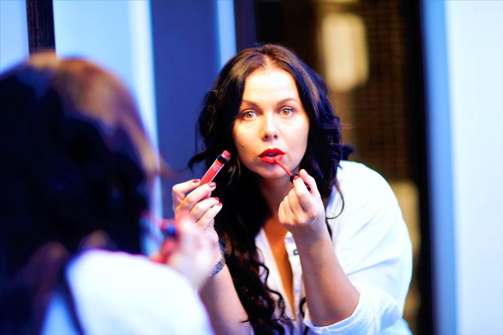 Koji nas beauty trendovi očekuju ove jeseni Bisera Bibi blog moda trendovi šminkanje njega kose finjak portal njega noktiju maskara puder