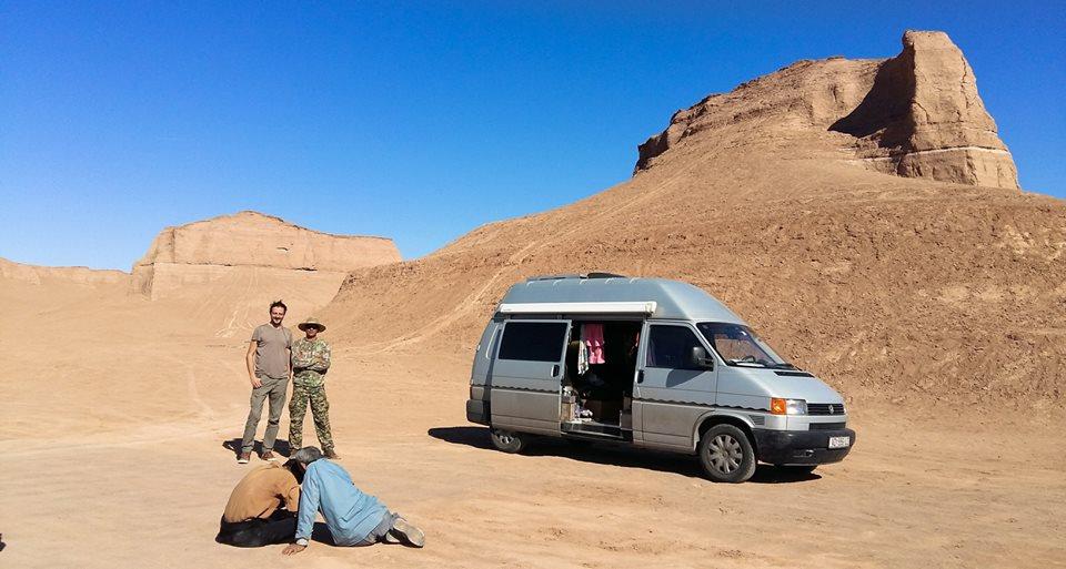 SUPER PUTOVANJE Dvoje Varaždinaca kupilo kombi i proputovalo svijet u 8 mjeseci INTERVJU finjak portal kombi putovanje kombi kamper preurediti kamper pustinja