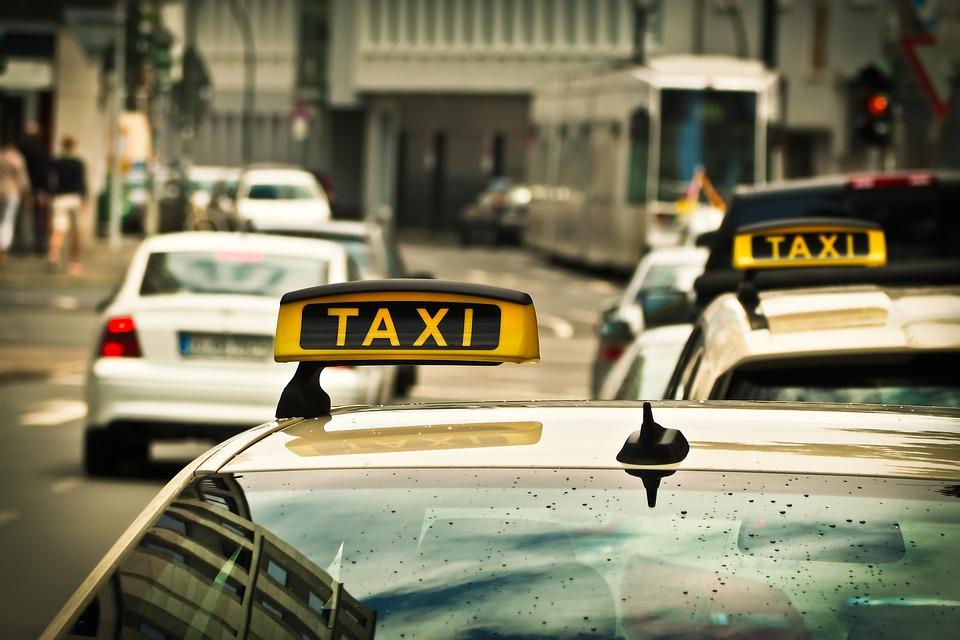 leteći taksi automobili leteći finjak DUBAI UVODI LETEĆE TAKSIJE Kako će leteći taksiji promijeniti budućnost transporta ljudi u gradovima