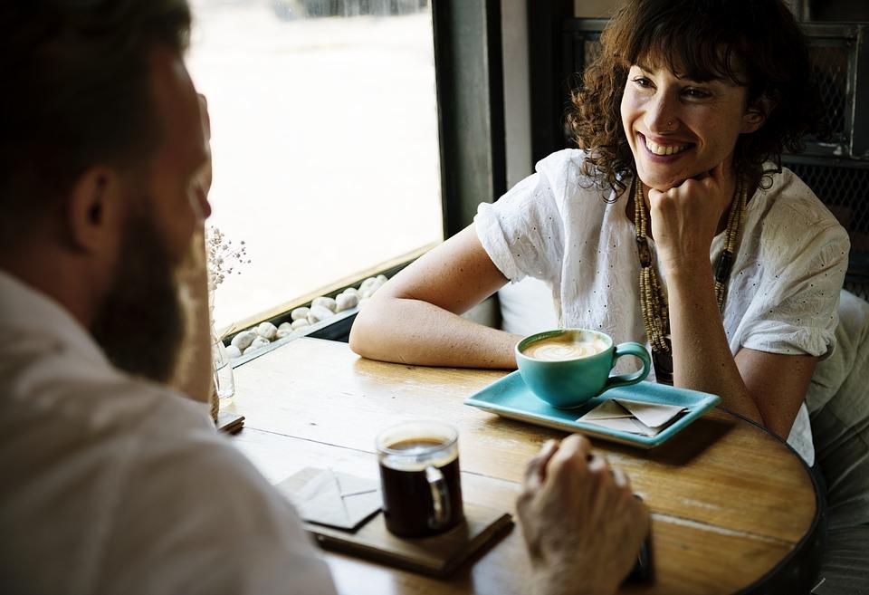 Koje komunikacijske vještine mora naučiti uspješna osoba finjak komunikacija savjeti ideje komunikator vještine razgovor uspjeh konekcija s publikom