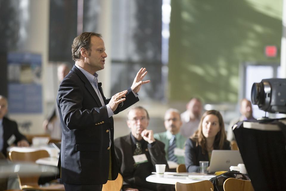 Koje komunikacijske vještine mora naučiti uspješna osoba finjak komunikacija savjeti ideje komunikator vještine razgovor uspjeh super govor