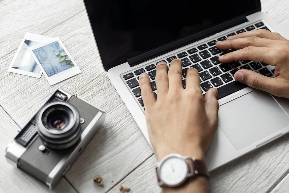 Zašto se novinar mora prilagoditi digitalnim trendovima andrea tintor savjeti novinar mladi bloger ideje blog kolumna istraživanje novinar