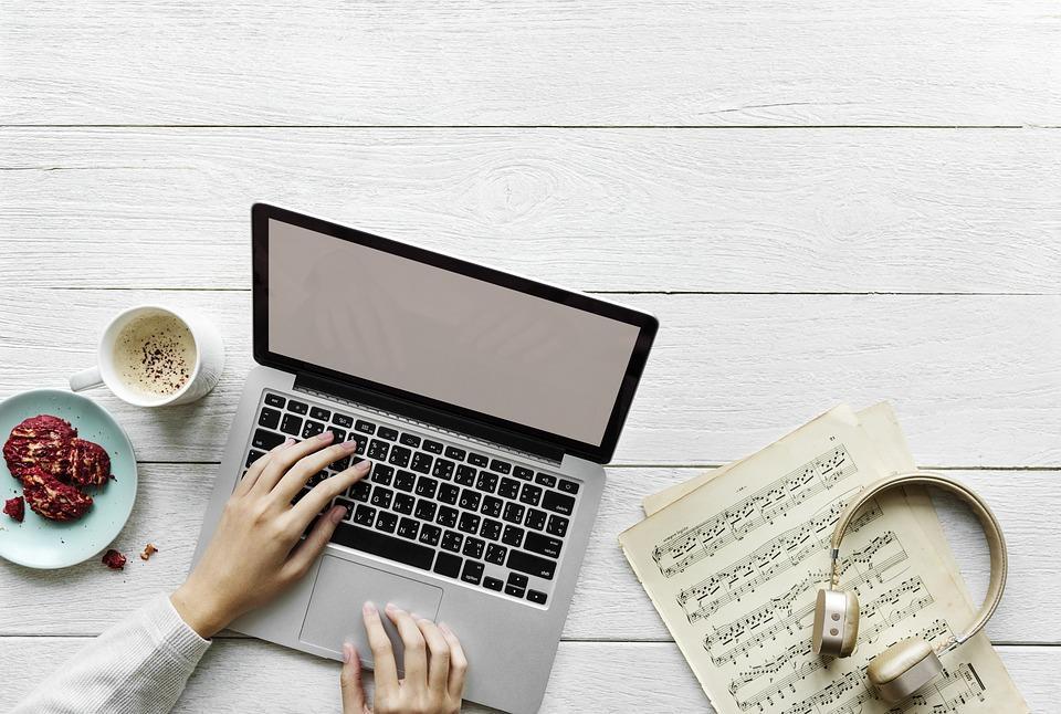 Zašto se novinar mora prilagoditi digitalnim trendovima andrea tintor savjeti novinar mladi bloger ideje blog kolumna novosti seo
